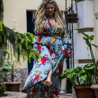 The elegant cleavage dress